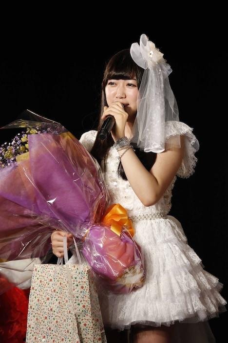 ファンに向けて感謝の気持ちを語る上野圭澄。(C)AKS