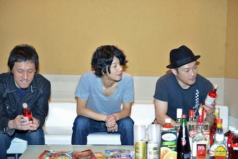 一番好きな酒は西川弘剛(写真左)が白ワイン、田中和将(中央)がビール、亀井亨(右)が焼酎とのこと。