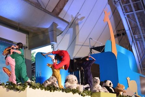 集まったチビノフたちの前で披露した百田夏菜子のえびぞりジャンプ。