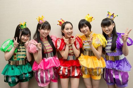 「Ozzfest Japan 2013」でのステージを終えたばかりのももいろクローバーZ。 (C)Ozzfest Japan