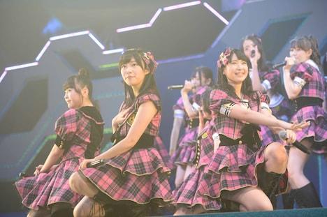 多田愛佳、指原莉乃、松岡菜摘(左から)。(C)AKS