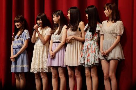 赤坂ACTシアターでファンに挨拶をする乃木坂46 2期生アダルトチーム。