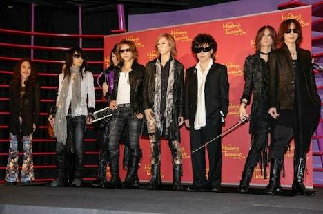 X JAPAN等身大フィギュアお披露目式の様子。