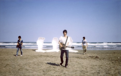 andymori(写真中央が小山田壮平)