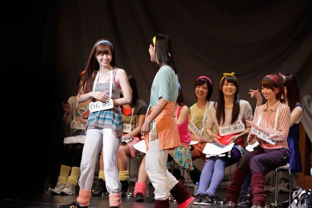 6月2日昼公演の「16人のプリンシパル deux」1幕より、白石麻衣、斎藤ちはる(左から)。