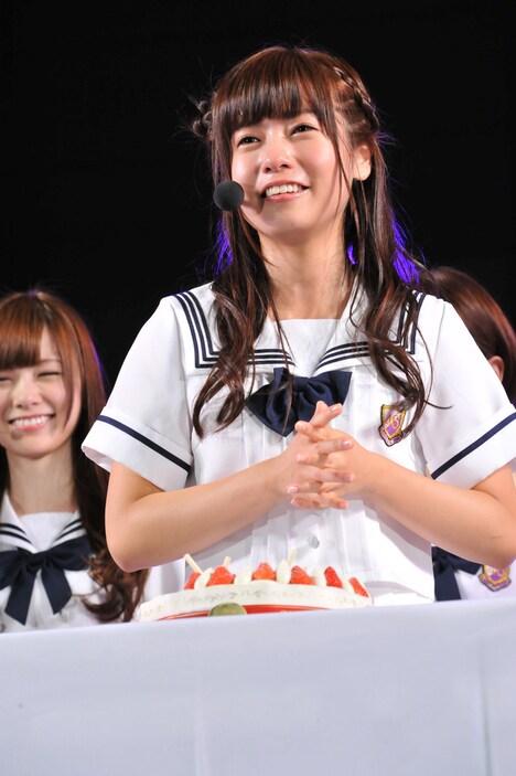 涙ながらにファンに感謝の言葉を送る斉藤優里。