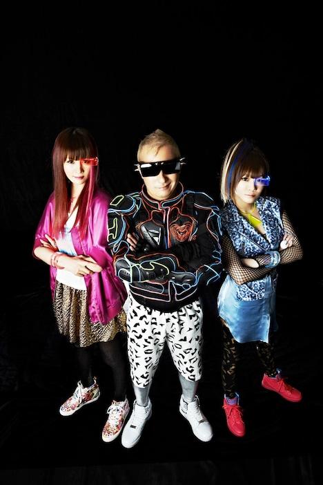 ナタリーPower Pushではアルバムアルバム「ADM - Anime Dance Music produced by tkrism -」の発売を記念したEMERGENCYのインタビューを公開中。
