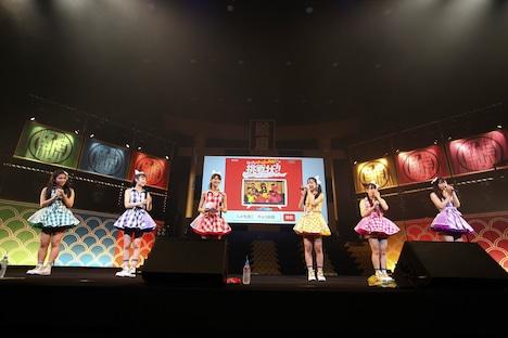 """8月18日「チームしゃちほこサマーフェスティバル~略して""""しゃちサマ♪""""~これでいいのだ!」より。今回のプロジェクトはステージ上にて発表された。"""