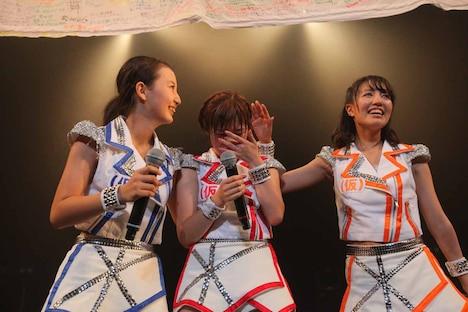 写真左から新井愛瞳、仙石みなみ、関根梓