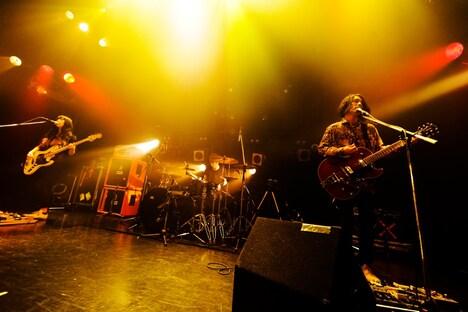 デビューシングル「hitsuji」のリスニングイベントでサプライズライブを行ったgeek sleep sheep(撮影:河本悠貴)