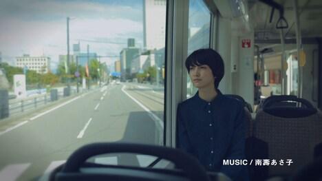 「BEATRAM MUSIC FESTIVAL 2013」テレビCMのワンシーン。(※この画像にARアプリ「カゲロウ」を立ち上げたスマートフォンをかざせば、スマートフォンでCM動画を観ることができます)