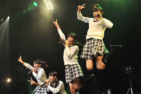 左から山出愛子、田口華、菊地最愛、佐藤日向。