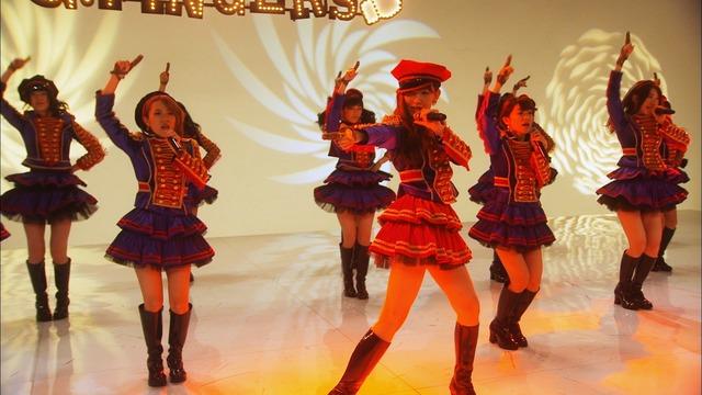 AKB48「ハート・エレキ」ビデオクリップのワンシーン。(c)AKS