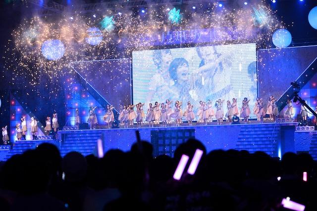 乃木坂46「真夏の全国ツアー2013 FINAL!」公演の様子。