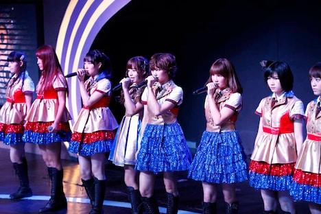 SNH48メンバーとして初ステージを踏んだ宮澤佐江、鈴木まりや。 (c)SNH48