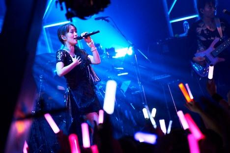 日笠陽子「Glamorous Live」の様子。