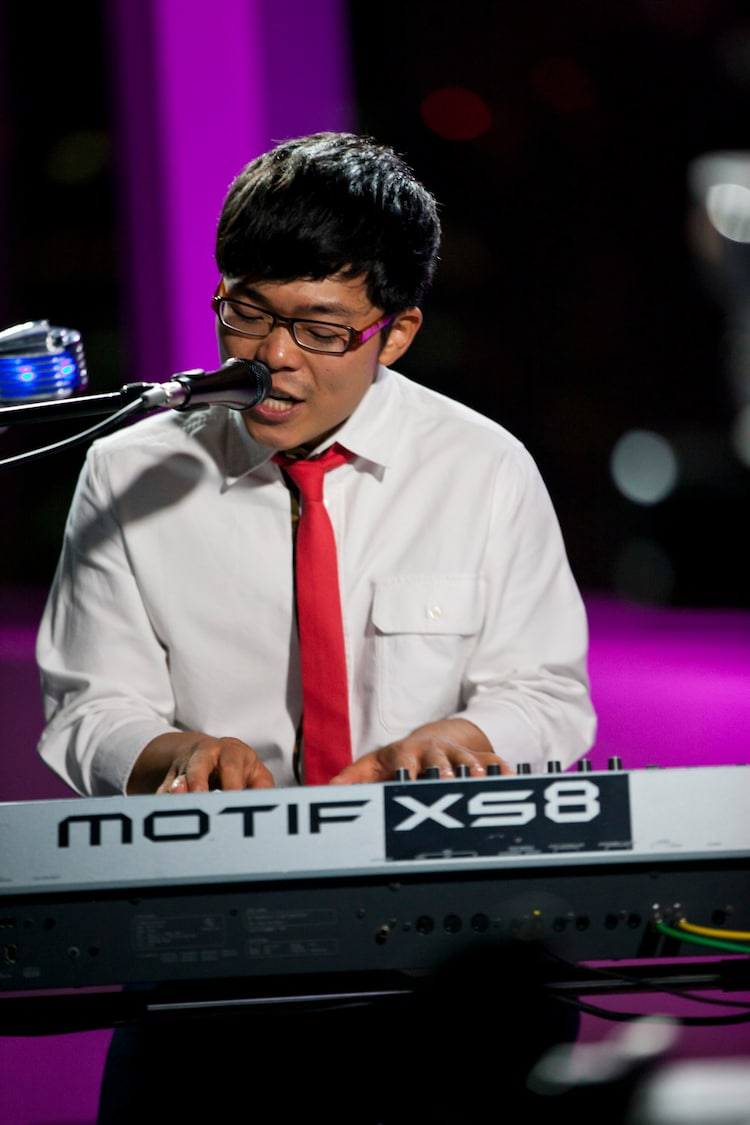 「MUSIC FRIDAY on Google+   YouTube」でのさかいゆうのスタジオライブの様子。