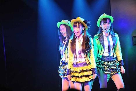 相笠萌、西野未姫、梅田綾乃によるユニット曲「Glory days」の様子。