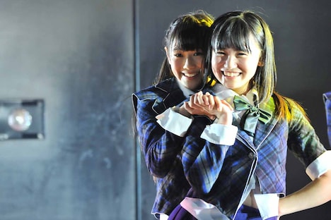 左から西野未姫、小嶋真子。