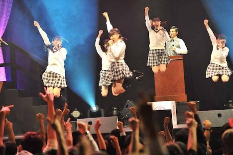 さくら学院「さくら学院祭☆2013」の様子。