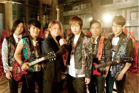 MaydayとTERU(写真左から3番目)。