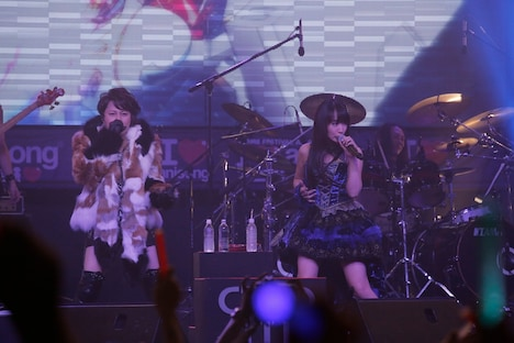 「ANIME FESTIVAL ASIA 2013」でパフォーマンスするT.M.Revolution×水樹奈々。 (c)AFA 13 / hajime kamiiisaka