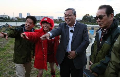 左から岡本信人、百田夏菜子、藤井義晴教授、タモリ。 (c)テレビ朝日