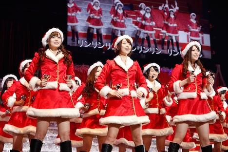 サンタの衣装に身を包んだ乃木坂46。