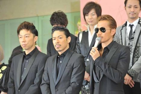 EXILEのメンバー。左からUSA、MATSU、ATSUSHI。