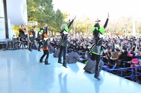 BiS「BiSの野外極寒ライブ~ライブは寒風摩擦~」の様子。