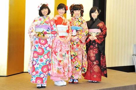 左から渡辺美優紀、渡辺麻友、島崎遥香、山本彩。