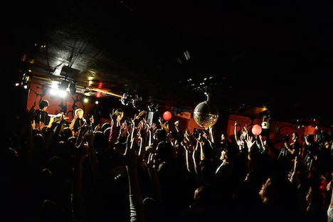 THE BAWDIES「~NEW YEAR'S PARTY 2014~GOING BACK HOME」の様子。(撮影:橋本塁)