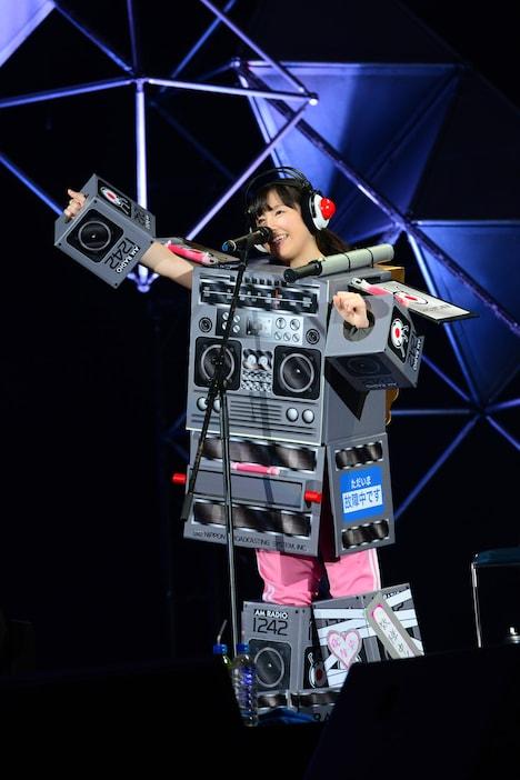 1月に足を負傷した際には歌とトークのみでステージに参加した佐々木彩夏。