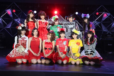 「アニメ紅白歌合戦 Vol.3」で勝利を収めた紅組メンバー。