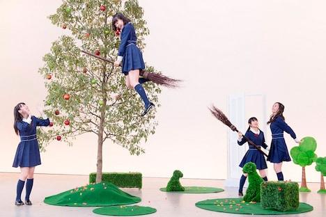 HKT48「桜、みんなで食べた」PV撮影の様子。