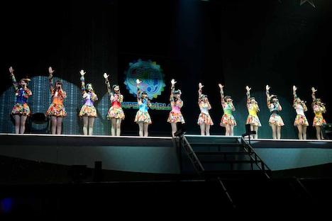 新メンバーを加えて12人になったSUPER☆GiRLS。