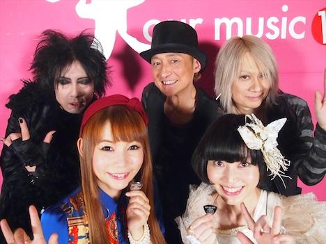 左から恩田快人、中川翔子、五十嵐公太、小南泰葉、藤本泰司。