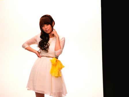 ジャンヌのLiveVoiceを務める日笠陽子。写真はビジュアルブック撮影の様子。
