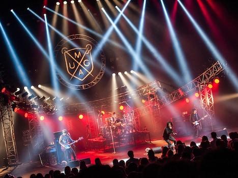 「T-BOLAN LIVE HEAVEN 2014 ~Back to the last live !!~」大阪・オリックス劇場公演の様子。(撮影:田中聖太郎)