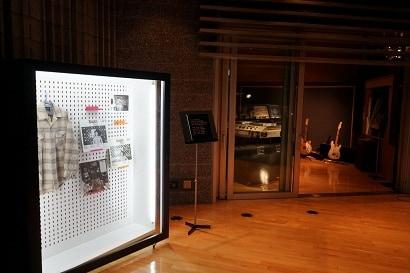 大瀧詠一ゆかりの品の展示の様子。
