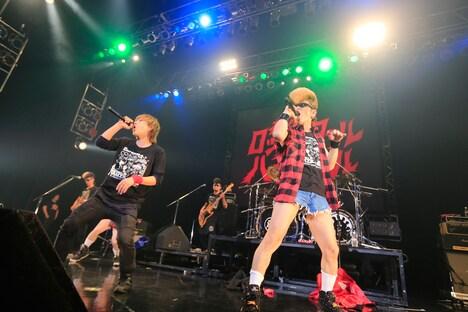 3月20日に愛知・Zepp Nagoyaで行われた「SPYAIR vs 氣志團 ~桶狭間爆音合戦!!尾張名古屋の終わらない夜~」アンコールの様子。