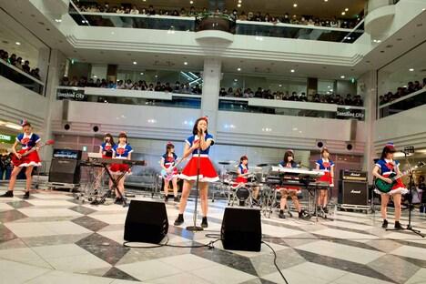PASSPO☆「Perfect Sky」初披露の様子。