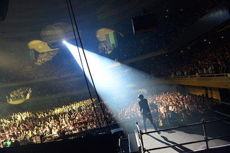 「We Don't Learn Anything Tour 2013-2014」東京・日本武道館公演の様子。(Photo by AZUSA TAKADA)