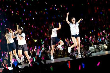 「AKB48グループ春コンinさいたまスーパーアリーナ ~思い出は全部ここに捨てていけ!~」HKT48単独公演の様子。