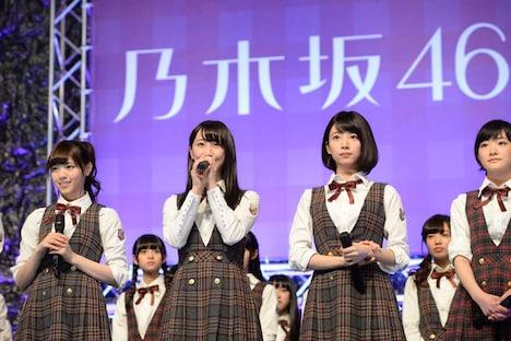 左から西野七瀬、松井玲奈、橋本奈々未、生駒里奈。