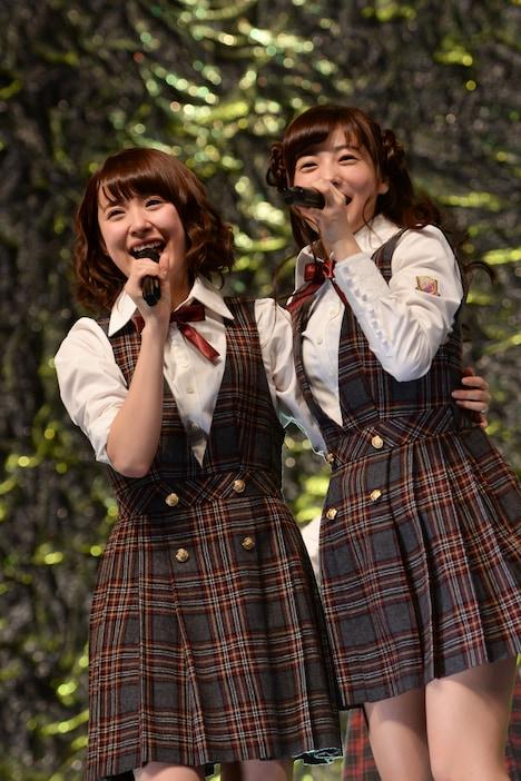 左から衛藤美彩、斉藤優里。