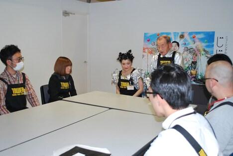 タワレコスタッフを集めて行われたミーティングの様子。