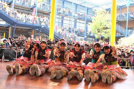 チームしゃちほこ「いいくらし発売記念Free Event Tour」京都公演フリーライブ終了後の記念撮影。
