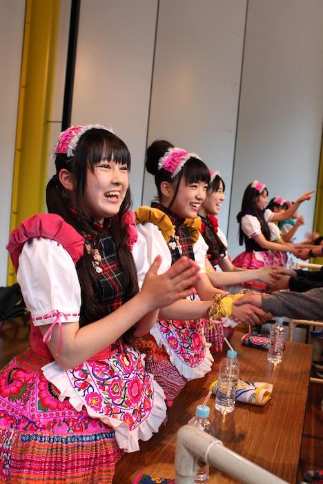 チームしゃちほこ「いいくらし発売記念Free Event Tour」京都公演特典会の様子。