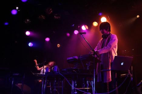 矢野顕子とsasakure.UKのセッションの様子。(撮影:天田輔)